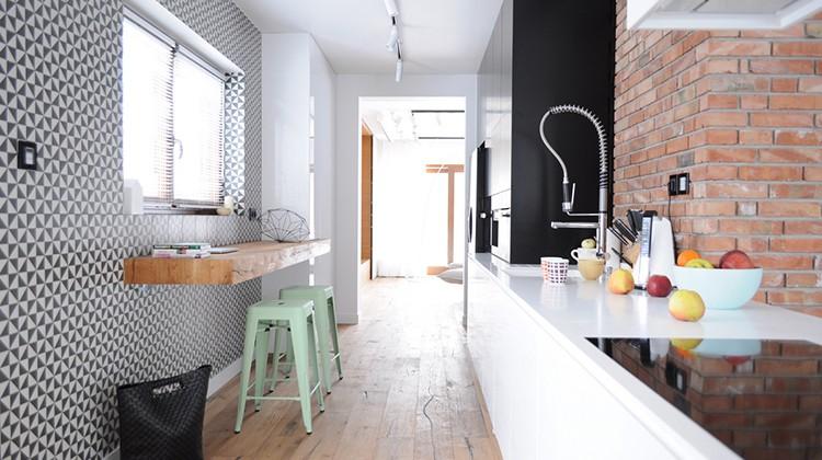 tolix, industrialna kuchnia, cegły w kuchni