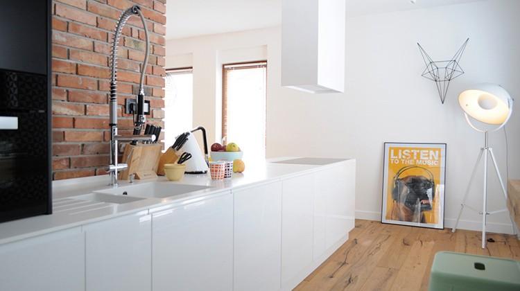industrialna kuchnia , żółte akcenty w domu