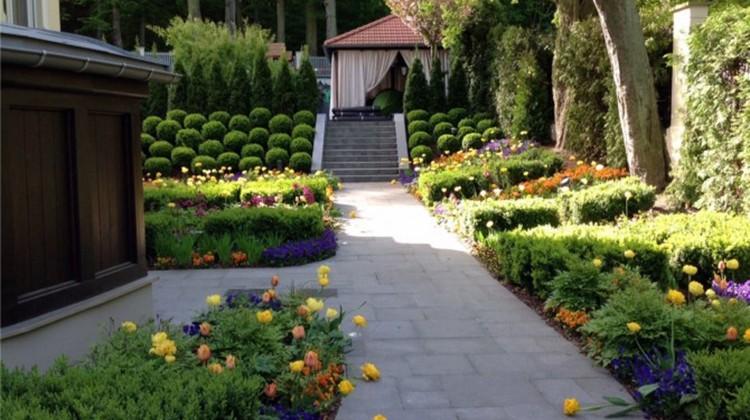 Ogród przy dworku